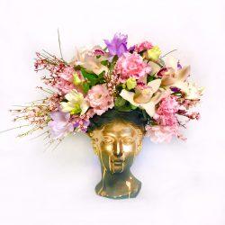 Aranjament floral în vază-statuie Venus